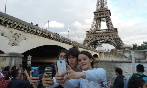 Summer Homestay immersion in Paris - selfie with the Eiffel Tower