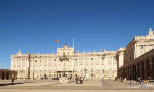 Private Spanish courses in Madrid - students exploring Spain capital city