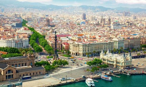 Private Spanish courses in Spain - teacher in classroom