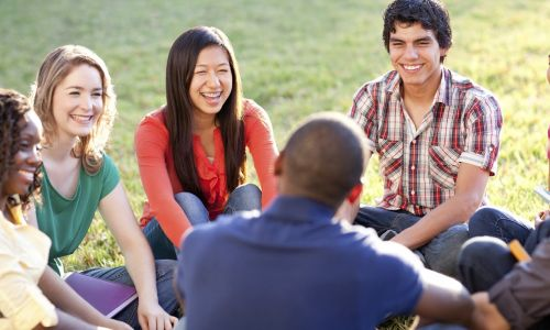 Private German courses in Berlin - students gathering in a park