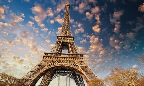 Private French Courses in Paris - visiting the Eiffel Tower