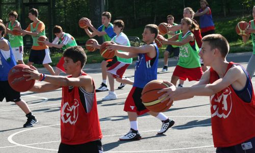Basketball summer camps in France - campers enjoying trainings