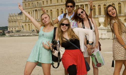 French courses in Paris - students playing to be models