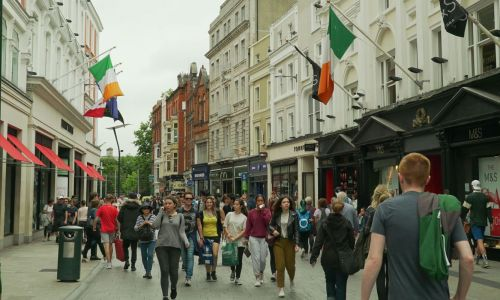 Private English courses in Dublin - walking in Temple Bar area