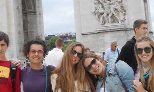 Private French courses in France - students enjoying tourism and culture in France