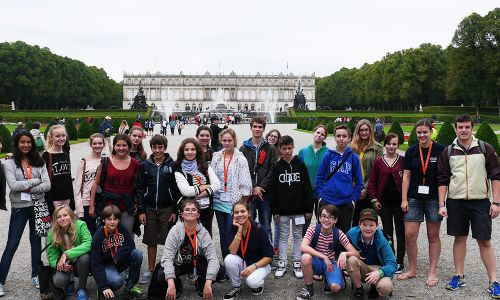 German course in Augsburg - students visiting a castle