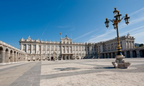 Private Spanish courses in Madrid - enthusiastic Spanish teacher