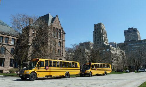 Bachillerato internacional en Canadá - buses escolares