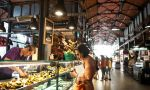 Private Spanish courses in Madrid - student visiting a typical Spanish market