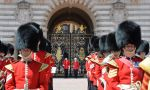 Private English courses in London - guards at Buckingham Palace